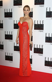 Kate Hudson looked statuesque in her red bustier gown with a dipped back at the Elle Style Awards.