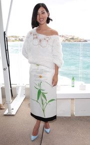 Nicole Warne looked oh-so-cute in a fluffy white boatneck sweater during the Ellery fashion show.
