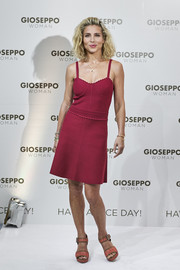 Elsa Pataky paired her dress with coral platform sandals by Gioseppo.