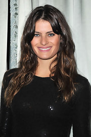 Isabeli Fontana paired her sequin dress with center part tousled waves for the Michael Kors cocktail dinner.