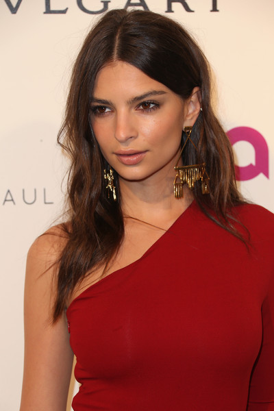 Emily Ratajkowski Gold Chandelier Earrings [hair,face,shoulder,hairstyle,eyebrow,brown hair,beauty,lip,long hair,chin,arrivals,emily ratajkowski,model,west hollywood,california,elton john aids foundation,oscar viewing party]