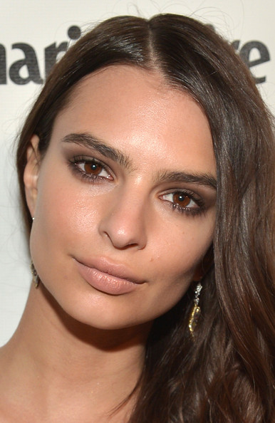 Emily Ratajkowski Smoky Eyes [hair,eyebrow,face,hairstyle,lip,cheek,forehead,skin,chin,nose,emily ratajkowski,laura mercier,marie claire - red carpet,marie claire,fiji water,weinstein company,golden globes,netflix,lexus,party]