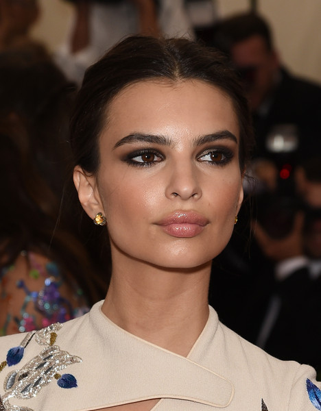 Emily Ratajkowski Loose Bun [through the looking glass,hair,face,eyebrow,lip,hairstyle,fashion,beauty,chin,skin,cheek,arrivals,emily ratajkowski,china,new york city,metropolitan museum of art,costume institute benefit gala]
