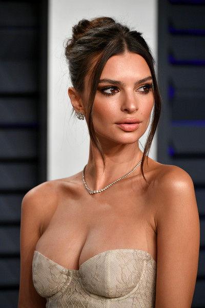 Emily Ratajkowski Messy Updo [oscar party,vanity fair,hair,hairstyle,brassiere,beauty,eyebrow,shoulder,skin,lip,model,chin,beverly hills,california,wallis annenberg center for the performing arts,radhika jones - arrivals,radhika jones,emily ratajkowski]