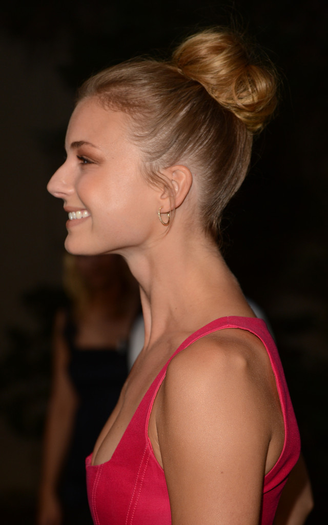 Emily Vancamp Classic Bun Emily Vancamp Hair Looks