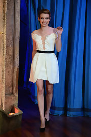 Emma Roberts chose this ivory off-the-shoulder dress with scalloped edges for her look on 'Late Night with Jimmy Fallon.'
