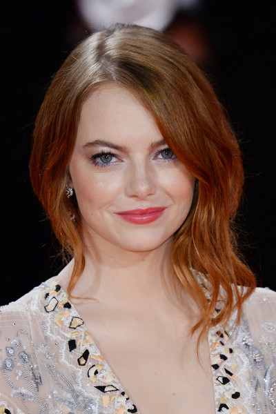 Emma Stone Loose Bun [the favourite,hair,beauty,eyebrow,human hair color,blond,fashion model,hairstyle,chin,layered hair,fashion,emma stone,sala grande,red carpet,venice,italy,red carpet arrivals,venice film festival,screening]