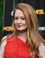 Miranda Otto topped off her look with sexy tousled waves for the 'Homeland' Emmy FYC event.