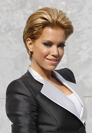 Sylvie van der Vaart looked flawless with her hair in a short voluminous 'do.