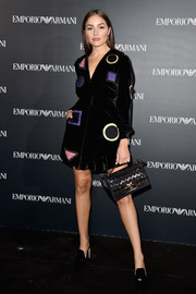 Olivia Culpo paired her frock with a black zigzag-patterned suede purse by Ferragamo.