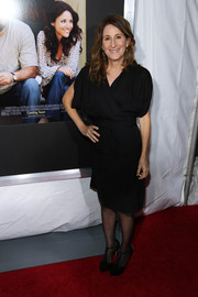 Nicole Holofcener completed her ensemble with a pair of vintage-looking black T-strap pumps.