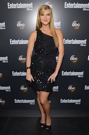 Sara Rue looked phenom at the ABC VIP party int his richly textured LBD.