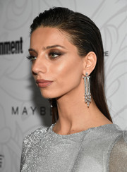 Angela Sarafyan amped up the elegance with a pair of Art Deco-inspired chandelier earrings.