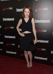 Rachel Brosnahan rounded out her black and gold-themed look with an embellished box clutch.