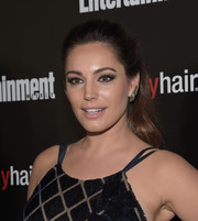 Kelly Brook attended the Entertainment Weekly SAG Awards nominee celebration wearing a cute wavy ponytail.