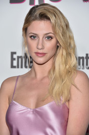 Lili Reinhart sported high-volume, side-swept waves at the Entertainment Weekly Comic-Con celebration.