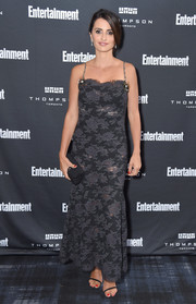 Penelope Cruz complemented her dress with a quilted black clutch by Chanel.