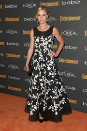 Julie Bowen looked very charming and ladylike in a black-and-white floral gown by Oscar de la Renta during the Entertainment Weekly pre-Emmy party.