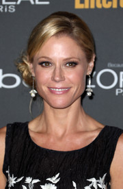 Julie Bowen wore her hair in lovely side-swept curls when she attended the Entertainment Weekly pre-Emmy party.