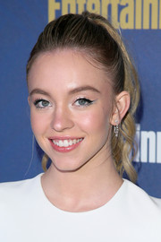 Sydney Sweeney's black and silver cat eyes looked totally fab!