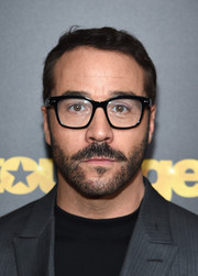 Jeremy Piven attended the New York premiere of 'Entourage' wearing a close-cropped hairstyle.