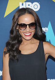 Selita Ebanks protected her gaze with black oversize round sunglasses at the star-studded premiere of 'Entourage.'