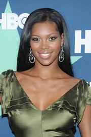 Model Jessica White wore a sexy olive green dress to the 'Entourage' premiere. She finished off the look with diamond dangle earrings.
