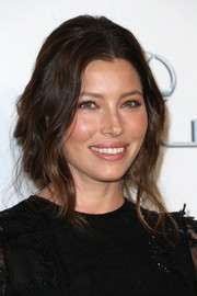 Jessica Biel looked charming with her wavy faux bob at the EMA Awards.