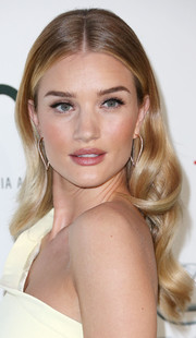 Rosie Huntington-Whiteley looked like a living Barbie doll with her perfect blonde waves at the EMA Awards.