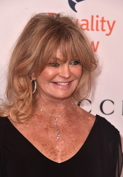 More Pics of Goldie Hawn Medium Wavy Cut with Bangs (1 of 5) - Shoulder Length Hairstyles Lookbook - StyleBistro
