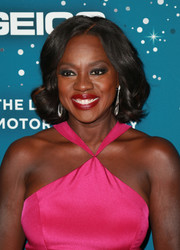 Viola Davis wore a cute and demure curled-out bob at the Essence Black Women in Hollywood Awards.