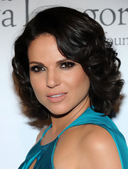 Lana Parrilla looked glam at the pre-ALMA Awards dinner with her short curly 'do.
