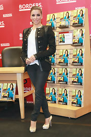 Eva donned a military inspired jacket with jeans for her book signing at Borders.