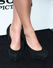Nikki Reed showed that  sometimes all you need is a good black, platform pump.