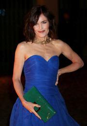 Elizabeth McGovern's green patent leather clutch provided a striking color contrast to her cobalt dress at the Global Fund event.