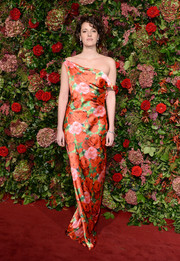 Phoebe Waller-Bridge blended in with the backdrop in a floral off-the-shoulder gown by Richard Quinn at the 2018 Evening Standard Theatre Awards.