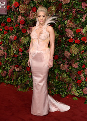Rita Ora looked phenomenal in a vintage Thierry Mugler Couture fishtail gown with dramatic feather embellishments at the 2018 Evening Standard Theatre Awards.