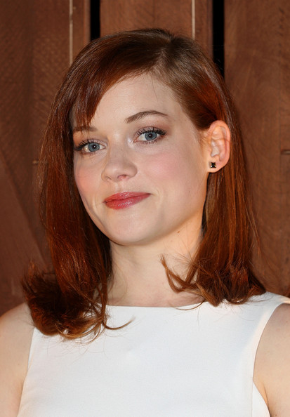 Jane Levy's fiery red hair looked simply stunning when brushed into a sleek and straight 'do.
