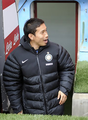 Yuto Nagatomo bundled up in a black Nike puffa jacket at San Siro Stadium for the Serie A match.