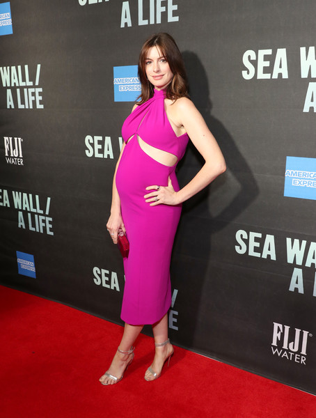 More Pics of Anne Hathaway Hard Case Clutch (1 of 9) - Clutches Lookbook - StyleBistro [clothing,red carpet,dress,carpet,premiere,shoulder,pink,magenta,flooring,cocktail dress,fiji water,dress,carpet,anne halthaway,sea wall,red carpet,celebrity,clothing,new york city,a life opening night on broadway,anne hathaway,the hustle,celebrity,actor,red carpet,pregnancy,les miserables,infant,sea wall / a life]