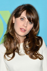 Zooey Deschanel looked lovely with her face-framing waves and side-swept bangs at the Fox Programming Presentation.