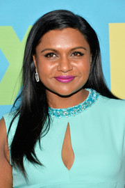 Mindy Kaling's berry lipstick contrasted beautifully with her turquoise outfit.