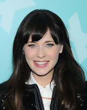 Zooey stuck to her signature straight cut with bangs for her appearance at FOX's programming presentation in NYC.