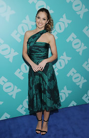 Minka rocked a one-strapped shoulder dress in a two-toned green hue at the FOX programming presentation.