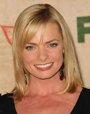 Jamie Pressly wore her hair in a simple, shoulder-length bob at the FOX fall-eco casino party. Just a little spray shine like Oscar Blandi Olio Jasmine Shine Spray helps hair look ultra healthy.