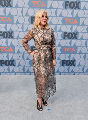 Tori Spelling paired her lovely dress with shiny black peep-toes.