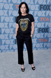 Shannen Doherty matched her top with a pair of cropped trousers.