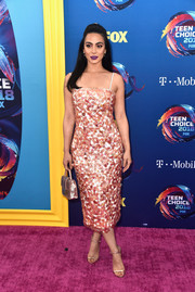 Emeraude Toubia attended the 2018 Teen Choice Awards wearing a paillette-covered midi dress by Monique Lhuillier.