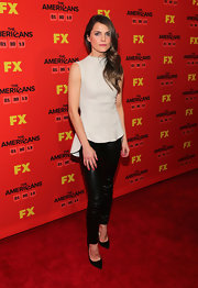Keri Russell's black leather pants, gray top, and pointy pumps ensemble looked so elegant in its simplicity.