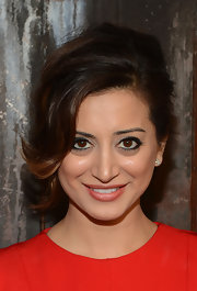 Noureen DeWulf attended the FX Summer Comedies Party with her tresses styled in a bobby pinned updo.